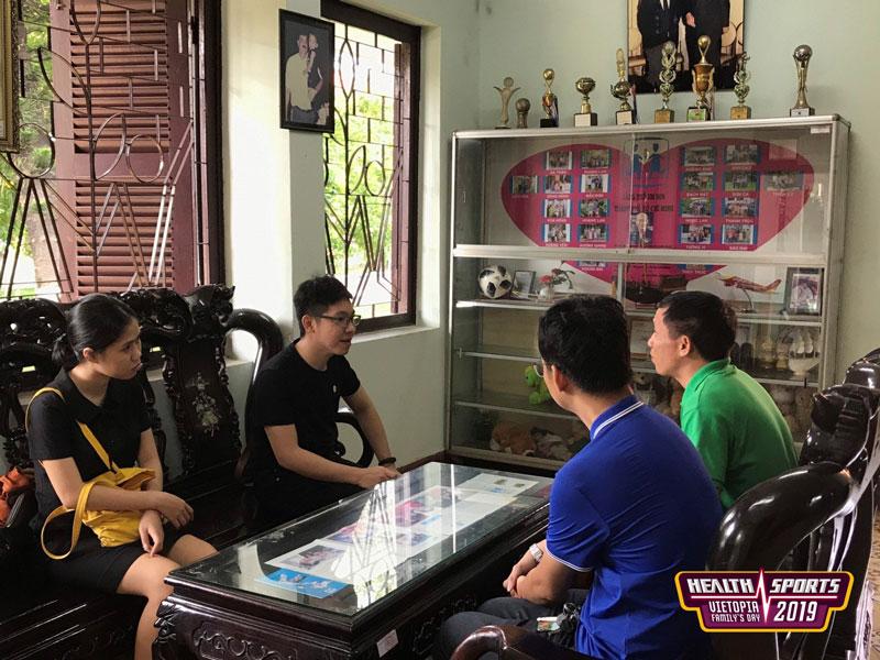 Đại diện Vietopia lắng nghe, tìm hiểu câu chuyện của các trẻ em, gia đình tại Làng trẻ em SOS Gò Vấp.
