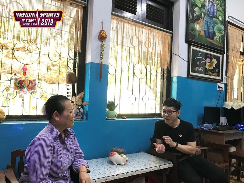 Cuộc trò chuyện đầy cảm xúc của lãnh đạo Vietopia cùng một mẹ đã hơn 20 năm chăm sóc các em ở Làng.