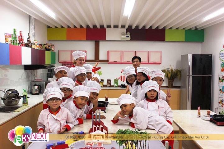 Bé thực hành hướng nghiệp tại nhà máy bột ngọt Ajinomoto